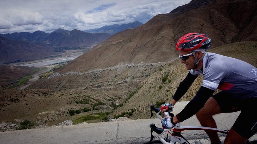 On the way up the 4771m Khampa La Pass