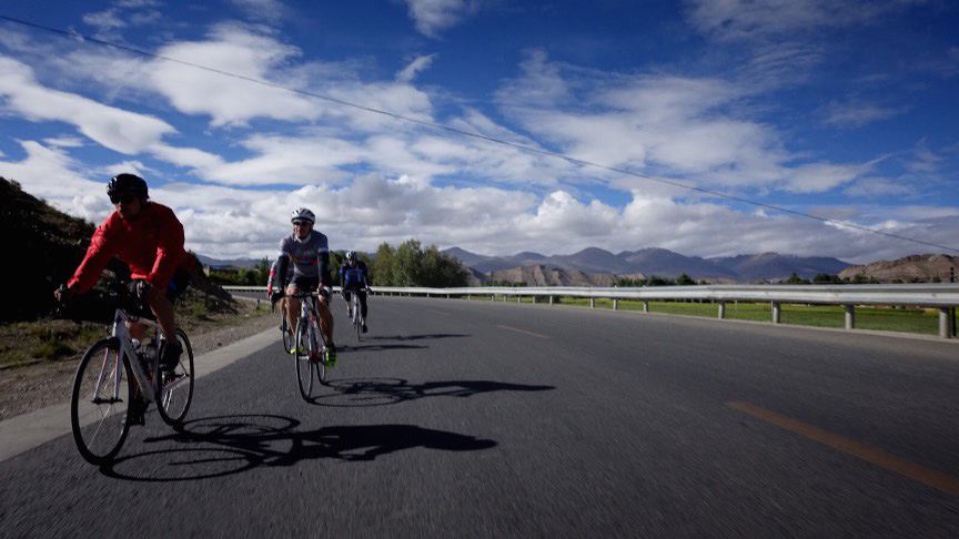 90km to Shigatze at around 4000m altitude. Less oxygen = less wind resitance = fast average speed